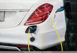 عکس بنزین زدن اتومبیل