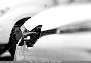 عکس با کیفیت بنزین زدن اتومبیل