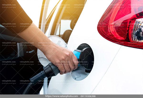 عکس کیفیت بالا بنزین زدن اتومبیل