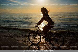 عکس دختر دوچرخه سوار