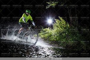 عکس دوچرخه سواری درآب