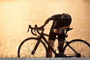 عکس دوچرخه سوار خسته