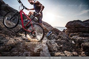 عکس سخره نوردی با دوچرخه