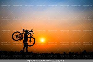 عکس دوچرخه سوار درکوهستان