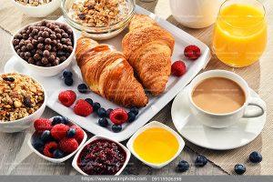 عکس صبحانه کامل پیراشکی حلزونی