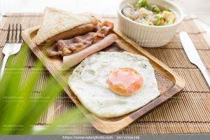 عکس صبحانه نیمرو ساده