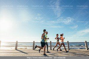 عکس دویدن در کنار ساحل