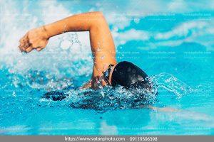 عکس مرد شناگر