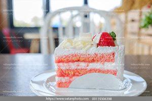 عکس کیک خامه ای توت فرنگی