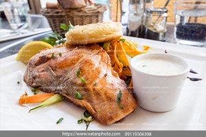 عکس ماهی سرخ شده و دوغ