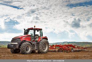 عکس ماشین آلات کشاورزی در مزرعه
